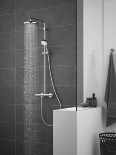 Find the right GROHE Shower that will fit your needs. Create your unique shower experience with GROHE showers, that come in all shapes, styles and sizes – each one designed with your satisfaction and enjoyment in mind. Cosmopolitan, Mixer Shower, Shower Taps, Shower Set, Modern Bathrooms Interior, Bathroom Interior Design, Bad Inspiration, Bathroom Inspiration, Sprinkler