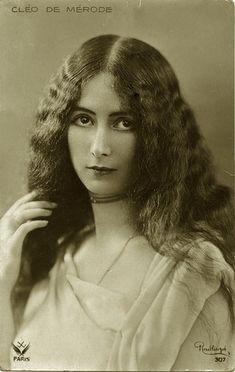 Cléopâtre-Diane de Mérode, dite Cléo, est une danseuse issue, par sa mère, de la branche autrichienne de la famille belge de Mérode, née à Paris le 27 septembre 1875 et morte dans cette même ville le 17 octobre 1966.
