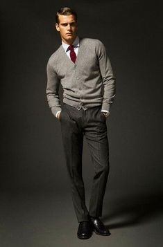 Wear a grey cardigan with black vertical striped dress pants if you're aiming for a proper, trendy look. Make your look slightly classier by finishing with black leather loafers. Dress Shirt And Tie, Dress With Cardigan, Cardigan Fashion, Sharp Dressed Man, Well Dressed Men, Komplette Outfits, Casual Outfits, Casual Shoes, Mens Grey Cardigan