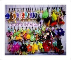 chaveiros em feltro , fios e contas
