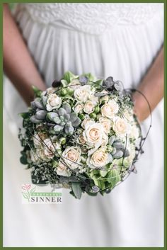 Brautstrauß mit Rosen und Sukkulenten This # bridal bouquet in the is worked with champagne-colored roses and succulents # gardening inside Small Bridal Bouquets, Wedding Bouquets, Wedding Flowers, Bouquet Succulent, Wedding Ceremony, Wedding Day, Wedding Consultant, Wedding Guest List, Wedding Rentals