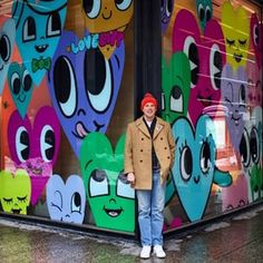 Chris Uphues with his work, Monroe & Clark, Chicago (LP) Keith Haring Heart, New Year's Crafts, Kids Crafts, Valentines Art, Arts Ed, Heart Art, Street Artists, Art Plastique, Elementary Art