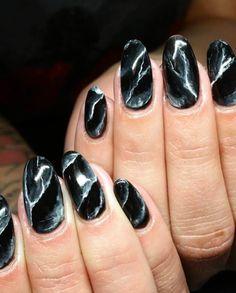 Marble Nails - How To Create Marble Nail Art Black Marble Nails, Marble Nail Art, Black Nails, White Nails, Red Nail, Nail Nail, Nail Art At Home, Nail Art Kit, Black Nail Designs