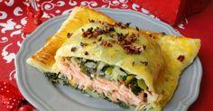 Łosoś w porach i cieście francuskim. Baked Salmon, Spanakopita, Quiche, Tacos, Food And Drink, Mexican, Fish, Baking, Breakfast