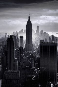 NYC New York City - Manhattan with the Empire State Building in black and white Empire State Building, Empire State Of Mind, New York City, Photographie New York, Voyage New York, Black And White City, I Love Nyc, Dream City, City Photography