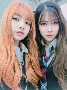 Lisa y Rose blackpink Lisa Black Pink, Black Pink Kpop, Kpop Girl Groups, Korean Girl Groups, Kpop Girls, Kim Jennie, Forever Young, Girls Generation, Kim Jisoo