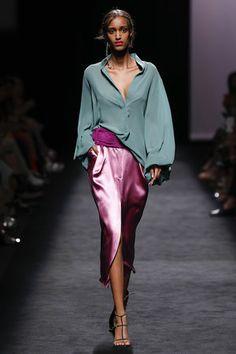 Fashion Tips 101 .Fashion Tips 101 Fashion 2020, 90s Fashion, Love Fashion, Runway Fashion, High Fashion, Grunge Fashion, Fashion Looks, Fashion Outfits, Fashion Design