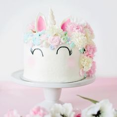 Einhorn-Torte für eine Einhorn-Hochzeit. So süß!