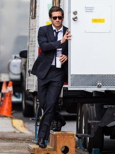 Even from afar, Jake Gyllenhaal is the spexiest man alive! From his navy blue suit, to his dapper sunnies, he's an absolute vision!