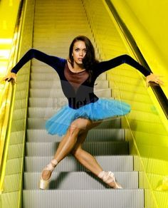"A. Sterling, ""Ballerina on urban staires"" - BalletPics.net. ✯ Ballet beautie, sur les pointes ! ✯"