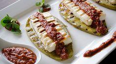 Queso Panela y Nopales con Salsa de Chile de Árbol y Zarzamoras