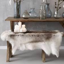 rendierhuid ter decoratie op bank of stoel