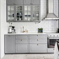 44 Magnificient Ikea Kitchen Design Ideas For Home To Try - Most Ikea customers are already familiar with the planner tools that Ikea provides. Ikea planner tools gives you a chance to become an Interior Design. Bodbyn Kitchen Grey, Grey Ikea Kitchen, Ikea Kitchen Design, Grey Kitchen Cabinets, Grey Kitchens, Kitchen Tiles, Home Decor Kitchen, Kitchen Layout, Interior Design Kitchen
