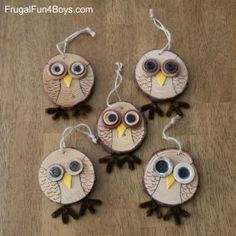 How to Make Adorable Wood Slice Owl Ornaments and an Owl Tree - Frugal Fun For Boys and Girls Here's an owl craft that is both fun and adorable! Create wood slice owl ornaments with button eyes. Then display them on an owl tree! make out of baby food jar Wood Slice Crafts, Wooden Crafts, Owl Ornament, Ornament Crafts, Owl Crafts, Holiday Crafts, Tree Crafts, Christmas Owls, Christmas Ornaments