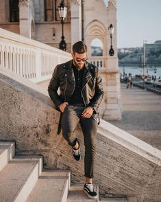 pose on stairway Model Poses Photography, Photography Backdrops, Photography Tutorials, Wedding Photography, Digital Photography, Street Photography, Forensic Photography, Letter Photography, Boy Fashion