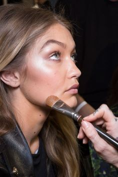 Gigi Hadid backstage at Versace spring 2016 fashion show during Milan fashion week. #gigihadid #fabfashionfix