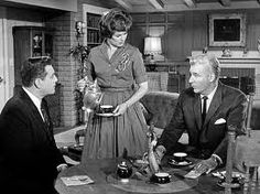 Della Street & Perry Mason or Barbara Hale & Raymond Burr with Paul Drake William Hopper in the famous Borrowed Baby episode. Mason Raymond, Raymond Burr, Hollywood Music, Old Hollywood, Hollywood Glamour, Hollywood Stars, Detective, Perry Mason Tv Series, Color Television
