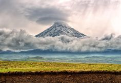 Mount Damāvand, a potentially active volcano, is a stratovolcano which is the highest peak in Iran and the Middle East. It has a special place in Persian mythology and folklore. Mount Shasta, Active Volcano, Travel Magazines, Beautiful Sites, Heaven On Earth, World Heritage Sites, Landscape Paintings, Landscapes, Wonderful Places