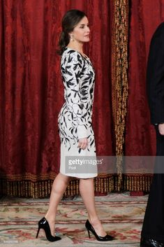 MADRID, SPAIN - APRIL 12: Queen Letizia of Spain receives Crown Prince Mohammad bin Salman bin Abdulaziz Al Saud of Saudi Arabia for an official lunch at the Royal Palace on April 12, 2018 in Madrid, Spain. (Photo by Jose Luis Cuesta - Pool/Getty Images)