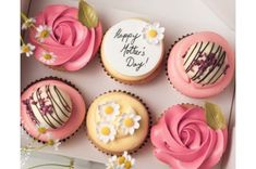 How gorgeous are these Mother's Day cupcakes? Putting a smile on her face doesn't have to be expensive! day cupcakes Mother's Day Cupcakes and Macarons in Hull Mothers Day Desserts, Mothers Day Cupcakes, Mothers Day Cake, Happy Mothers Day, Birthday Cupcakes For Women, Cupcake Gift, Cupcake Cakes, Fondant Cupcakes, Cupcake Ideas