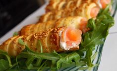 Rouleaux feuilletés au saumon fumé - Recettes by Hanane Mini Sales, Canapes, Risotto, Shrimp, Biscuits, Brunch, Food And Drink, Fish, Chicken