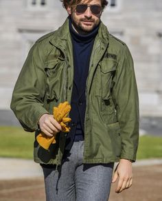 """danilocarnevale: """"""""A touch of real vintage with these amazing yellow suede gloves"""" """" Green Jacket Outfit, Army Field Jacket, M65 Jacket, Urban Fashion, Mens Fashion, American Casual, Outfit Combinations, Gentleman Style, Military Fashion"""