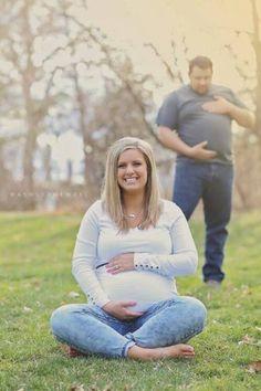 Best pregnancy photo bomb