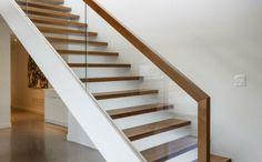treppenhaus gestalten geländer glas elegante treppe