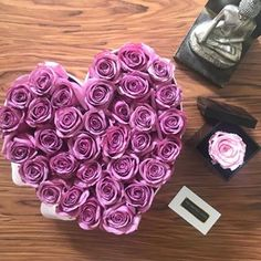 Mejor Floristeria Lujo de Rosas en Madrid a Domicilio Flower Boxes, Flowers, Beautiful Roses, Madrid, San, Purple Love, Handmade Boxes, Luxury, Floral Arrangements