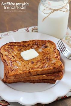 I think I can both veganize and de-allergen this for myself. Crazy amazing Pumpkin French Toast made healthier using egg whites and whole wheat bread! Breakfast Dishes, Eat Breakfast, Breakfast Recipes, Pumpkin Breakfast, Pumpkin Recipes, Fall Recipes, 100 Whole Wheat Bread, Healthy French Toast, Good Food