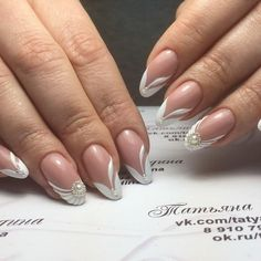 french nails with rhinestones Ring Finger Love Nails, Pretty Nails, My Nails, Bridal Nails, Wedding Nails, French Nails, Demi Lovato Pictures, Elegant Nails, Rhinestone Nails