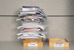 ¿Cuánto tiempo pasas enganchado a tu correo? Te explico cómo puedes externalizar esta tarea y ser más productivo. Aprende a delegar.