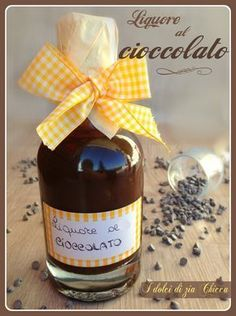 Il Liquore al cioccolato è un'ottima chicca da poter offrire ai vostri ospiti, un bicchierino di digestivo e si conclude al meglio la serata