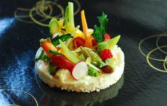 Cous cous al cavolfiore con verdure dal mercato, agrumi e spezie Cauliflower couscous with market vegetables, citrus fruit and spices