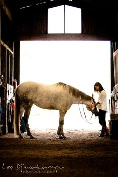 Girl holding her horse in a stable. Annapolis Kent Island Maryland High School Senior Portrait Photography with Horse Pet by photographer Leo Dj