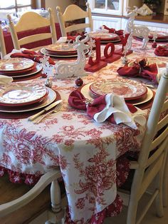 Red & White Christmas Table -  LOVE