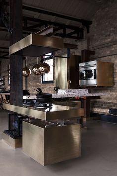 """Cozinha moderna com estilo """"industrial"""" e inox"""