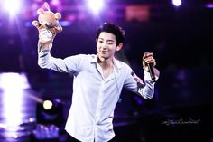 Chanyeol playing with his Rilakkuma plushie is the cutest thing that's ever happened