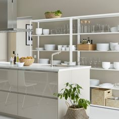 Cuisine IKEA : des étagères pour afficher ma vaisselle