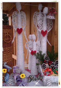 Papierové pletenie :: Vierkine výtvory Newspaper Crafts, Paper Mache, Ladder Decor, Christmas Stockings, Christmas Crafts, Luxor, Holiday Decor, Diy, Home Decor