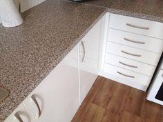 Units: High Gloss White  Worktop: Beige Granite  Handles: Matt Bow  Floor: Cajou Sun