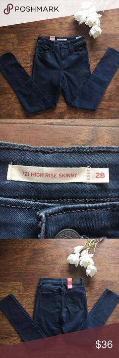 """Levi's 721 high rise skinny 28x32 dark denim, NWT Levi's 721 high rise skinny, dark denim, slim through hip and thigh.   Waist: 28""""  Inseam: 32""""  New with tags.   All my items come from a smoke free home. If you have any questions please ask! Levi's Jeans Skinny"""