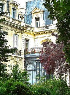 Paris townhouse Seersucker + Stripes: November 2013. One can dream...