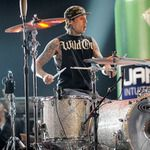 Travis Barker reaches out to fan with cancer over Twitter | TheCelebrityCafe.com