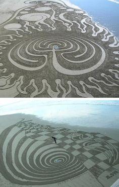 Labyrinth - Sand Artist, Peter Donnelly, is an artist based in Christchurch, New Zealand Land Art, Sand Drawing, Ephemeral Art, Atelier D Art, Snow Art, Environmental Art, Public Art, Installation Art, Amazing Art