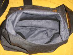 interior con bolsillos e imanes en la solapa