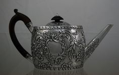 Antique Teapot love this Coffee Service, Tea For One, Mad Hatter Tea, How To Make Tea, Family Love, Teapots, Tea Party, Beverages, Kitchens