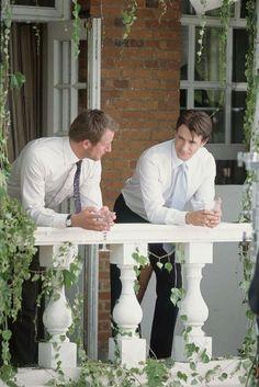 Still of Dermot Mulroney and Jeremy Sheffield in The Wedding Date (2005) http://www.movpins.com/dHQwMzcyNTMy/the-wedding-date-(2005)/still-856004608