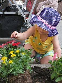 The Alliance for Downtown New York & Glenwood Team up for Spring Community Planting Day - Luxury Manhattan Apartments for Rent Nyc Apartment Luxury, Luxury Apartments, Downtown New York, New York S, Planting Flowers, Community, Day, Children, Spring