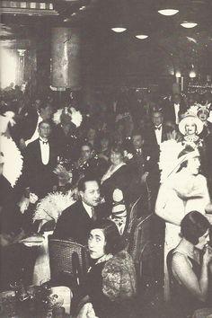 Fête à la Coupole, Paris, années 1920